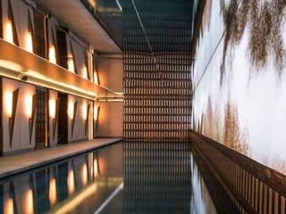 Lichtplanung und Beleuchtung: Hotel Nolinski Paris Wandfackel VICLO OXIDADA Mediterrane Hotels von Moreno Licht mit Effekt - Lichtplaner Mediterran