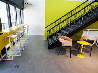 VERONA CARPETES E VINILICOS Pasillos, vestíbulos y escaleras de estilo moderno Concreto Gris