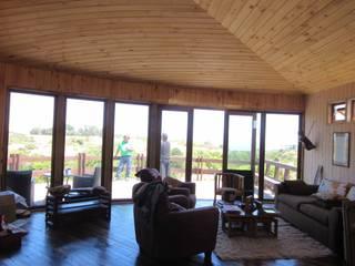 Moderne Wohnzimmer von CREARCO Modern