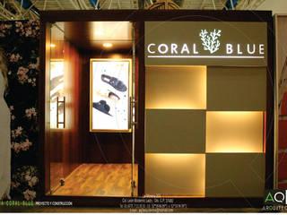 CORAL BLUE: Salas multimedia de estilo  por AQ3 Arquitectos
