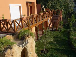Reforma completa de jardín Jardines de estilo mediterráneo de COBERTI Mediterráneo