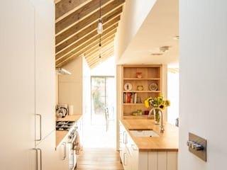 Kitchen by Bradley Van Der Straeten Architects