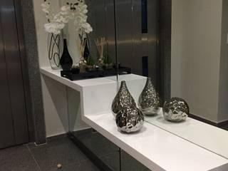 LUIZA BARROS ARQUITETURA E INTERIORES Corridor, hallway & stairsAccessories & decoration
