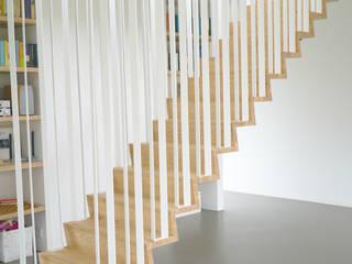 Koridor & Tangga Modern Oleh Joyce Flendrie | Interieur & Design Modern