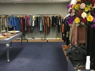 Showroom: Lojas e imóveis comerciais  por Studio Bene Arquitetura