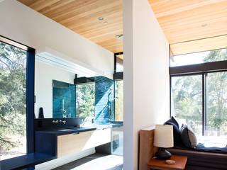 Klopf Architecture Dormitorios de estilo moderno