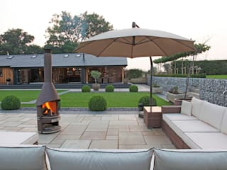 A Garden for Entertaining in: minimalistic Garden by Charlesworth Design