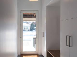 Solares Architecture Minimalistische gangen, hallen & trappenhuizen