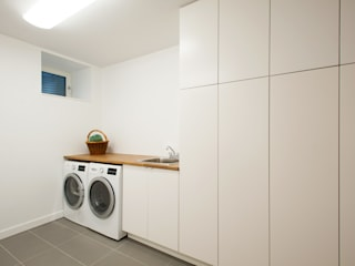 :  Dressing room by Solares Architecture,