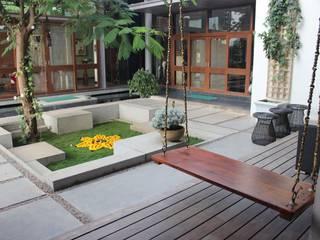 Shah Residence Asian style garden by STUDIO MOTLEY Asian