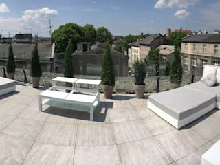 Decorating a penthouse in Krakow with Italian design: modern  by Viadurini.co.uk, Modern