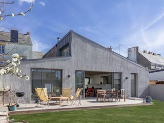 CHATEAU PENHOET Fenêtres & Portes industrielles par bertin bichet architectes Industriel