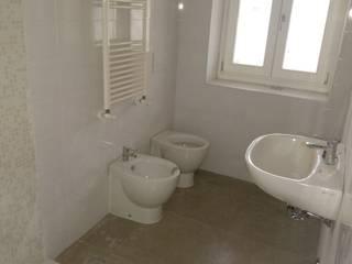 Casa UNI1: Bagno in stile In stile Country di Architetto Luigi Deli