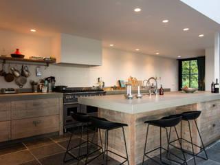 Steigerhouten keuken Vogelenzang:  Keuken door RestyleXL