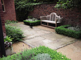 Stylish Country Cottage Garden Bowdon Jardin rural par Charlesworth Design Rural