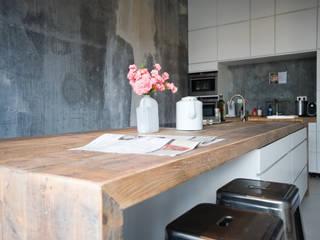 Moderne keuken Amsterdam:  Keuken door RestyleXL