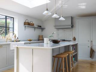 The Chester Kitchen by deVOL deVOL Kitchens KitchenCabinets & shelves Wood Grey