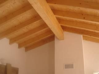 Projectos de Reabilitação e Construção Tradicional em taipa, pedra e madeira, com revestimentos naturais Paredes e pisos rústicos por Arq2T. Atelier Rústico