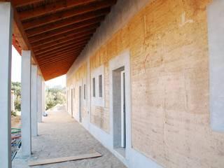 Projectos de Reabilitação e Construção Tradicional em taipa, pedra e madeira, com revestimentos naturais Casas rústicas por Arq2T. Atelier Rústico