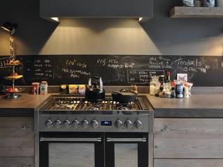 Landelijke keuken:  Keuken door RestyleXL