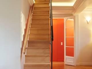 Appartement Avenue de Ségur Couloir, entrée, escaliers modernes par Passage architecture Moderne