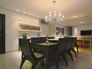 Apartamento de uma grande família Carolina Fontes Arquitetura Salas de jantar clássicas
