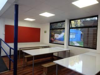 REMODELACION COLEGIO ALAMIRO, comedor OTEC: Escuelas de estilo  por CREARCO