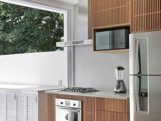 Modern kitchen by House in Rio Modern