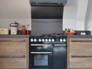 Oud eiken keuken Culemborg:  Keuken door RestyleXL