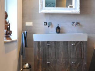 Badkamermeubel barnwood:  Badkamer door RestyleXL
