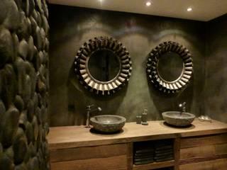 Eiken badkamermeubel gemaakt van oud eikenhout:  Badkamer door RestyleXL