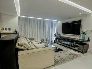 Apartamento de um Jovem casal Carolina Fontes Arquitetura Salas de estar modernas