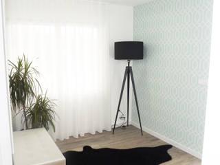 Andreia Louraço - Designer de Interiores (Email: andreialouraco@gmail.com) Pasillos, vestíbulos y escaleras de estilo moderno Negro