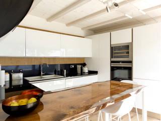 Cocinas modernas de MBquadro Architetti Moderno
