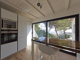 Realizzazione estensione di villa - nuova cucina con vista mare MBquadro Architetti Cucina moderna