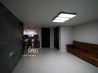 Ruang Keluarga Modern Oleh Design Studio Grid+A Modern