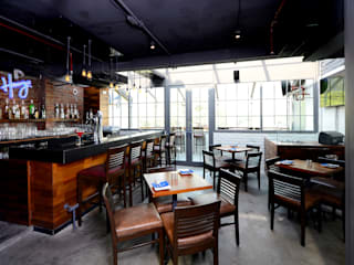 Harry's Bar + Cafe Industrial style bars & clubs by DA Designs Industrial