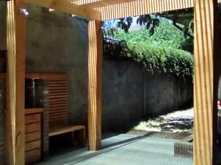 TERRAZA Y QUINCHO vista lateral: Terrazas  de estilo  por CREARCO