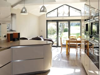 A newly completed kitchen with a contemporary  twist : minimalistic Kitchen by PTC Kitchens