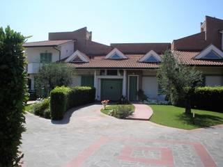 Villa Trifamiliare:  in stile  di Studio di Architettura Spitaleri & Associati