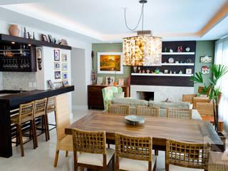 Apartamento Jari I: Salas de jantar  por AZ Arquitetura,Tropical