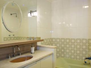 Retrofit Apartamento Bordini: Banheiros  por AZ Arquitetura,Moderno
