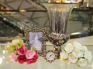 แจกันพร้อมกรอบรูป ของตกแต่งบ้าน:   by Tyme Holding Co.,Ltd
