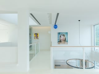 Flur & Diele von  何侯設計   Ho + Hou Studio Architects , Minimalistisch