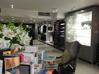 Luxury Retail by Sight Projects + Interiors (PTY) LTD Modern
