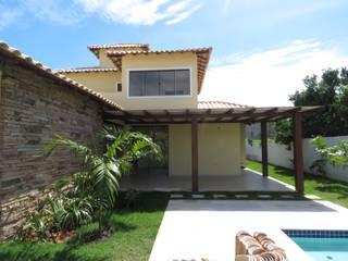 Tropical style houses by Aroeira Arquitetura Tropical