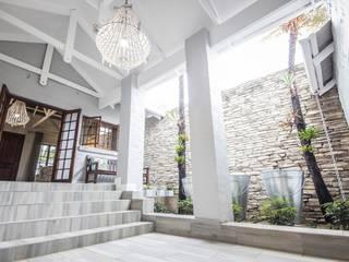Couloir, entrée, escaliers ruraux par Principia Design Rural