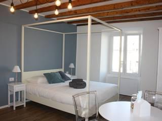 pied-à-terre 1: Camera da letto in stile  di studio ferlazzo natoli