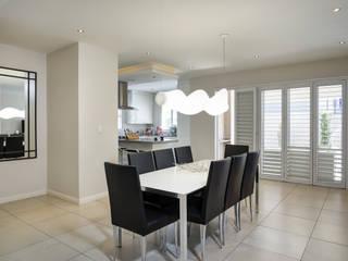Minimalist dining room by Principia Design Minimalist