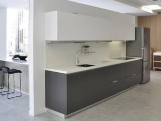 :  de estilo  de Cocinas Santos Studio 20